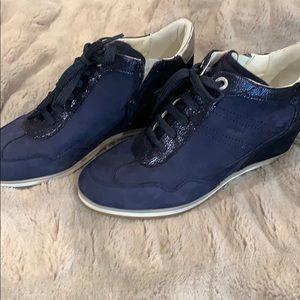 Athletic shoe with wedge heel